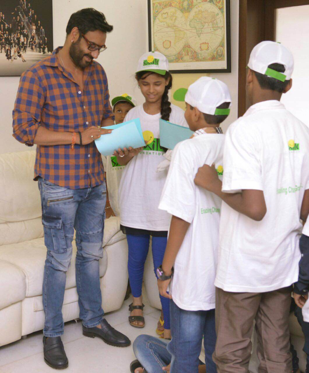 Ajay Devgn with kids from Smile Foundation (1)