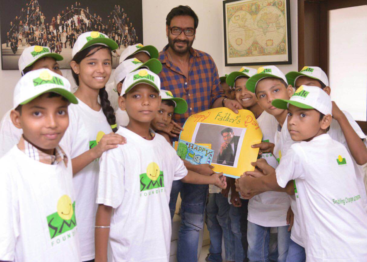 Ajay Devgn with kids from Smile Foundation (2)