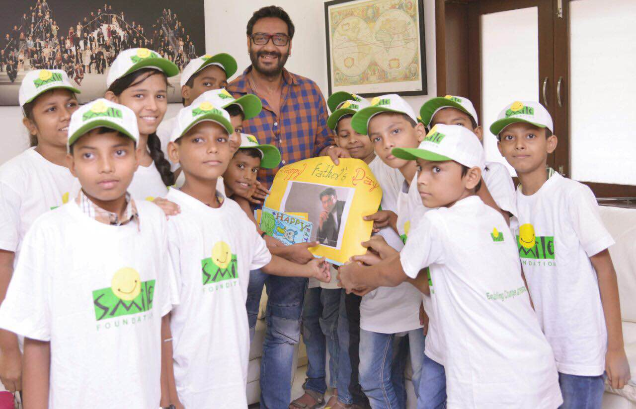 Ajay Devgn with kids from Smile Foundation (3)