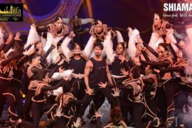 Shahid Kapoor with The Shiamak Davar Dance Company.