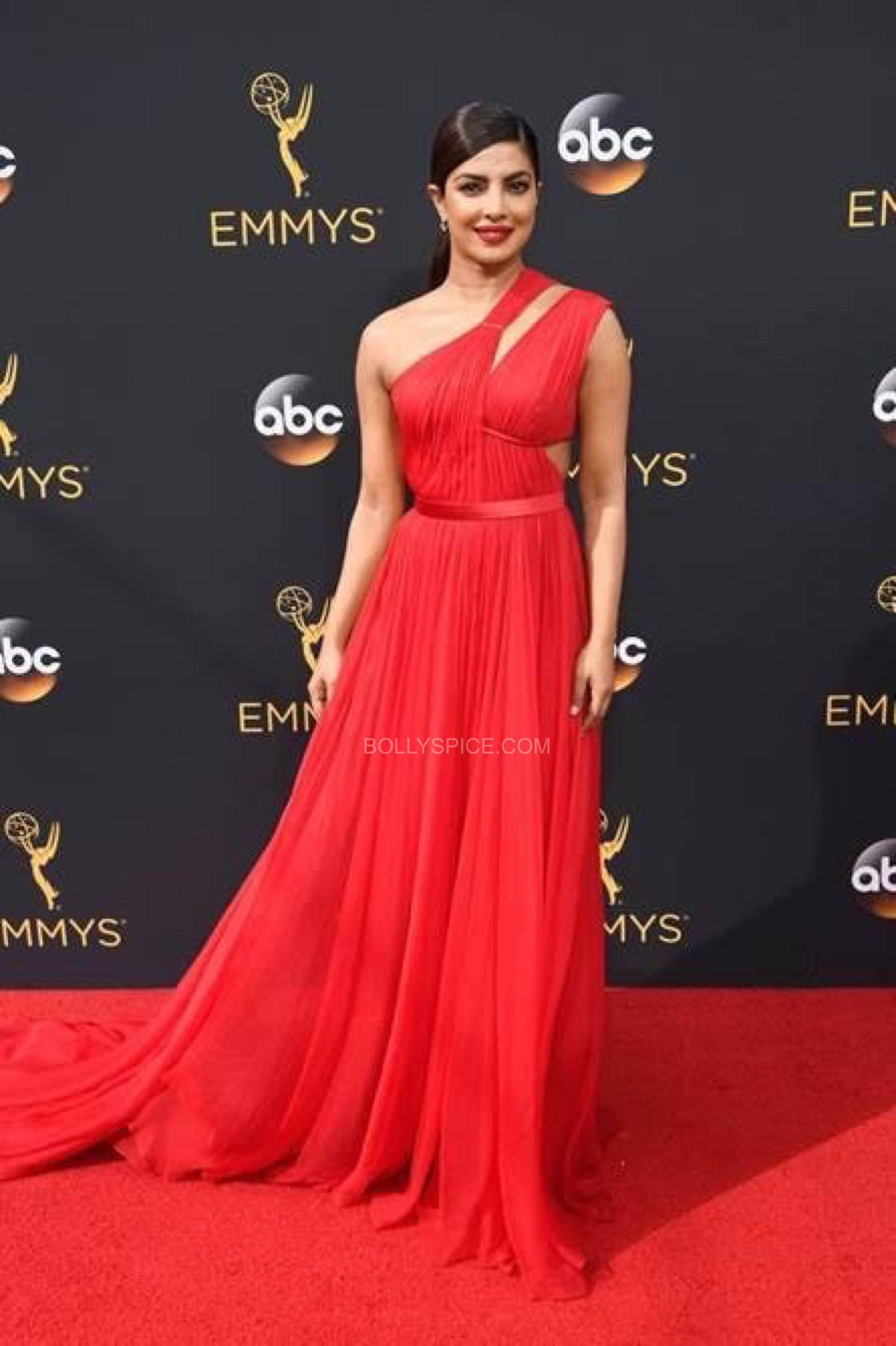 priyanka0chopra-red-dress-emmeys-2106-3