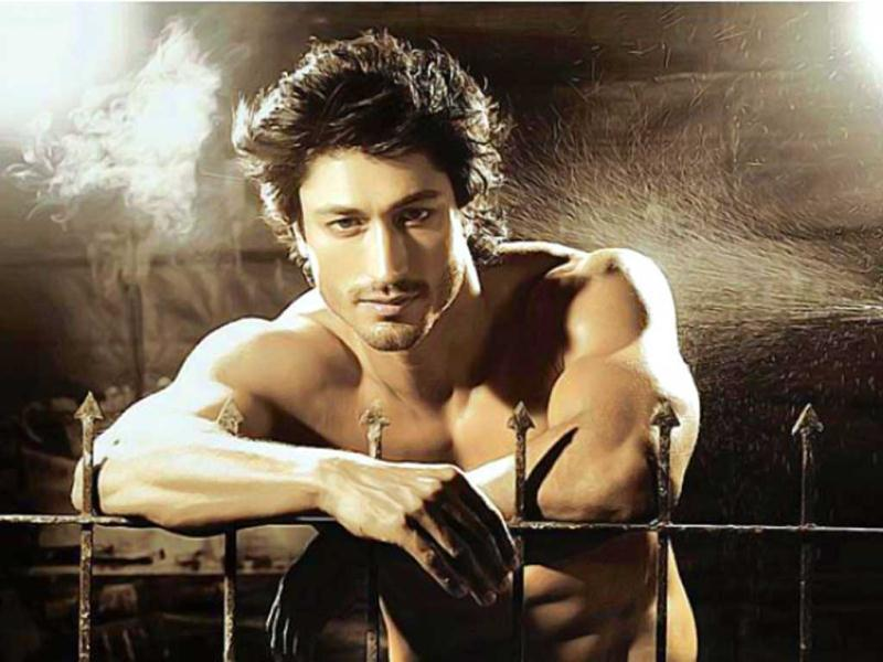 Videos: VIdyut Jammwal's incredible and unique training ...